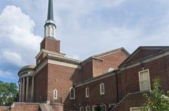 Iglesia Front Portico de la señal y aguja en Milwaukee fotografía de archivo libre de regalías