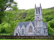 Iglesia gótica en la abadía de Kylemore Fotos de archivo libres de regalías
