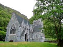 Iglesia gótica en la abadía de Kylemore Imagen de archivo