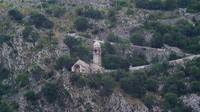 Iglesia Gospa od Zdravlja de Kotor en la pared, Montenegro, Kotor almacen de metraje de vídeo