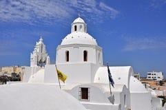 Iglesia griega blanca en la isla del santorin Fotografía de archivo libre de regalías