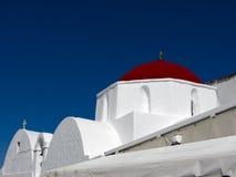 Iglesia griega con el rojo hecho Imagen de archivo libre de regalías