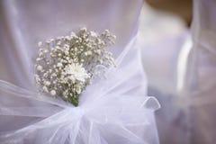 Iglesia hermosa adornada para la ceremonia de boda Imagen de archivo libre de regalías