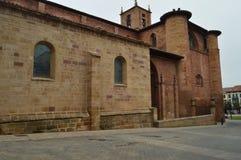 Iglesia hermosa de la cruz en la plaza De Navarra De Najera Arquitectura, viaje, historia imagen de archivo libre de regalías
