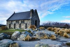 Iglesia icónica en el lago Tekapo imágenes de archivo libres de regalías