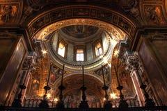 Iglesia interior de Santa María de la foto de HDR, Roma Imagen de archivo libre de regalías