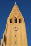 Iglesia islandesa en la puesta del sol Fotos de archivo