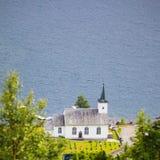 Iglesia luterana de Bruvik, isla Osteroy Noruega Fotografía de archivo