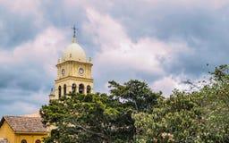 Iglesia más allá de los árboles Fotos de archivo