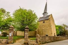 Iglesia medieval, Cote du Granit Rose, Bretaña, Francia Fotografía de archivo libre de regalías