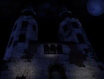 Iglesia medieval en una noche del moonlt Fotografía de archivo