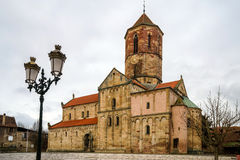 Iglesia medieval vieja en el pueblo Rosheim, Alsacia Fotografía de archivo