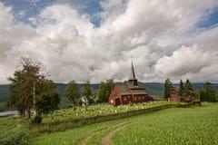Iglesia muy vieja en Hegge - poca ciudad en Noruega Foto de archivo