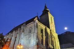 Iglesia negra en la noche, Transilvania, Luna Llena Imágenes de archivo libres de regalías
