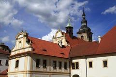 Iglesia neogótica de la Virgen María y monasterio en Pilsen Imágenes de archivo libres de regalías