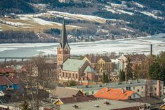 Iglesia neogótica de piedra del ladrillo en la ciudad olímpica Lillehammer, Noruega Imágenes de archivo libres de regalías