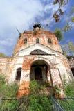 Iglesia ortodoxa abandonada en la parte europea de Rusia Imágenes de archivo libres de regalías