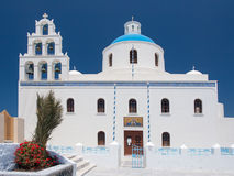 Iglesia ortodoxa con el campanario Imágenes de archivo libres de regalías
