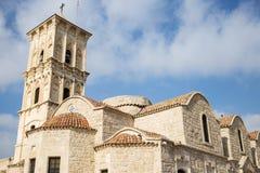 Iglesia ortodoxa de Lazarus del santo en Chipre, Larnaca Fondo del cielo nublado Fotografía de archivo