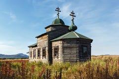 Iglesia ortodoxa de madera antigua de la suposición Federación Rusa, Kamchatka Foto de archivo libre de regalías