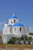 Iglesia ortodoxa del Griego clásico en el santorin griego de la isla Fotografía de archivo