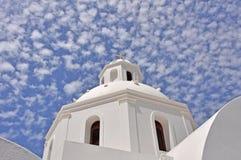 Iglesia ortodoxa del Griego clásico en el santorin griego de la isla Foto de archivo libre de regalías