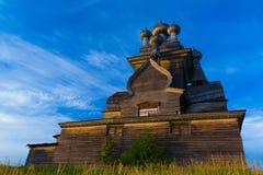 Iglesia ortodoxa del norte de madera Fotos de archivo libres de regalías