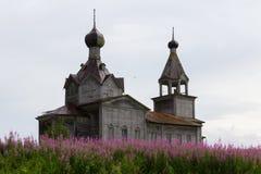 Iglesia ortodoxa del norte de madera Fotos de archivo