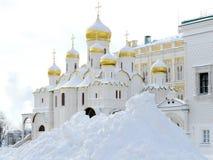 Iglesia ortodoxa en invierno Imagenes de archivo