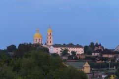 Iglesia ortodoxa en la colina Imagen de archivo
