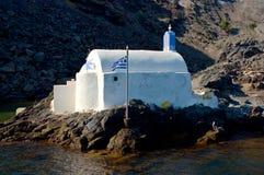 Iglesia ortodoxa en la isla de Santorini Foto de archivo