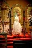 Iglesia ortodoxa griega adornada para una boda Imagen de archivo libre de regalías