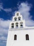 Iglesia ortodoxa griega en el pueblo de Oia en Santorini Imágenes de archivo libres de regalías
