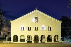 Iglesia ortodoxa por noche en Pirot, Serbia fotografía de archivo libre de regalías