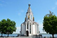 Iglesia ortodoxa San Juan Bautista en la costa Foto de archivo libre de regalías