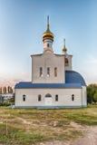 Iglesia ortodoxa tradicional en Frunze, pequeño pueblo en Crimea Foto de archivo libre de regalías