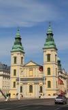 Iglesia parroquial del centro urbano Foto de archivo libre de regalías
