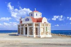 Iglesia por el mar crete Grecia Fotos de archivo libres de regalías