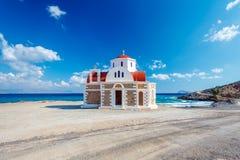 Iglesia por el mar crete Grecia Foto de archivo