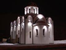Iglesia por noche Foto de archivo libre de regalías