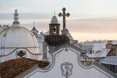 Iglesia principal de la ciudad Olhao, Portugal en el amanecer Imagen de archivo
