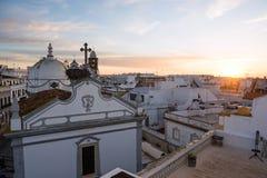 Iglesia principal de la ciudad Olhao, Portugal en el amanecer Imágenes de archivo libres de regalías