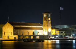 Iglesia, Rodas Grecia en la noche Foto de archivo libre de regalías