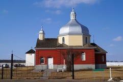 Iglesia roja en la pradera Foto de archivo libre de regalías