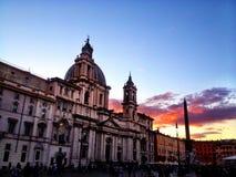 Iglesia romana en la oscuridad imágenes de archivo libres de regalías