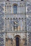 Iglesia rumana del siglo XII del estilo de St Mary la Virgen, torre de reloj, Dover, Reino Unido Fotografía de archivo