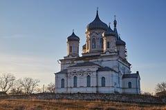 Iglesia rural en una disminución Último otoño imágenes de archivo libres de regalías