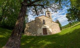 Iglesia rural italiana vieja San Secondo es un peque?o siglo XI antiguo de la iglesia, ejemplo de la arquitectura Rom?nica en el  fotografía de archivo libre de regalías