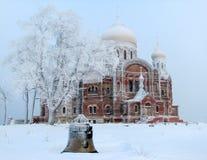 Iglesia rusa en la montaña blanca Imagen de archivo libre de regalías