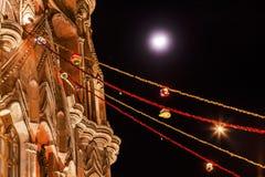 Iglesia San Miguel Mexico de Parroquia de la luna de la noche de la fachada Fotografía de archivo libre de regalías